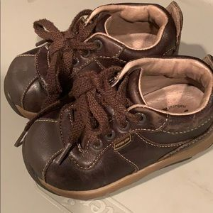 Boys shoes 5 1/2 Wide. Stride rite. EUC leather